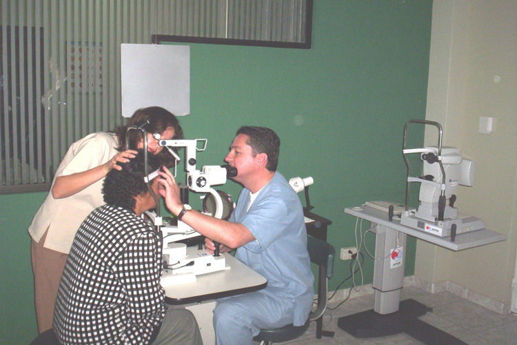 Ekuador: Kirurgia  okuloplastikoko  kanpainak  Yaruquín