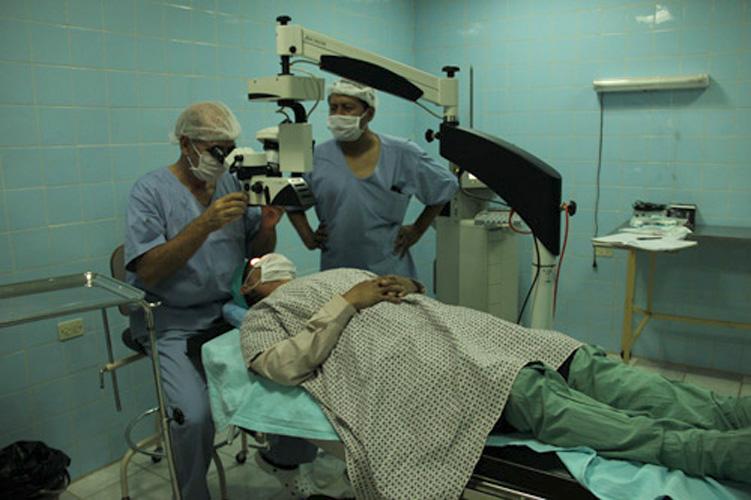 Bolivia: San  Borjako  tsimané  etniaren  estaldura  oftalmologikoa