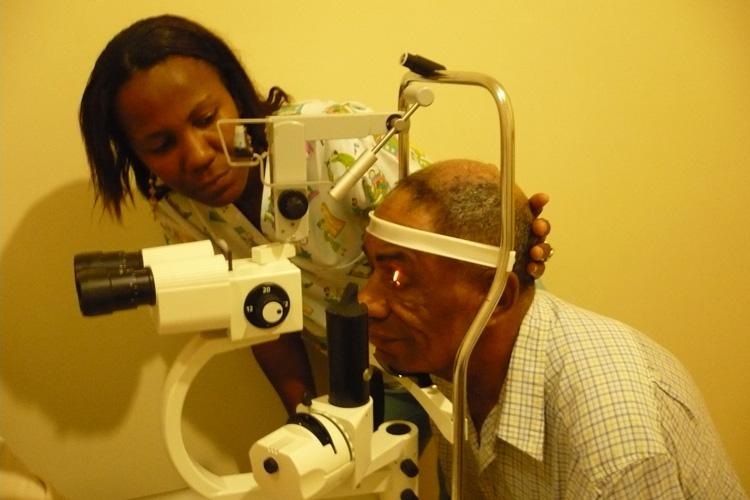 Ekuador: Esmeraldasko  oftalmologiako  osasun-zentroa